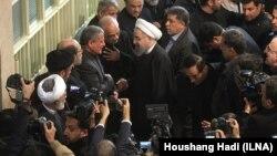 Рафсанжанини акыркы сапарга узатуу зыйнатына келген Ирандын президенти Хасан Роухани.