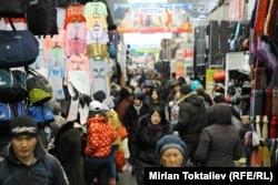 """""""Дордой"""" - один из крупнейших вещевых рынков Средней Азии."""