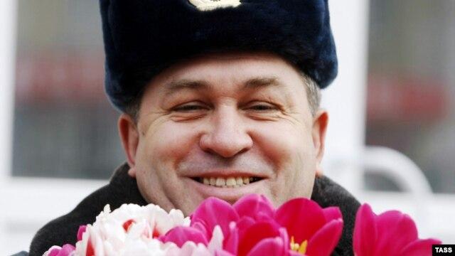 Полицейский в Ростове-на-Дону готовится поздравлять женщин-водителей с 8 Марта