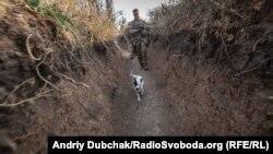 Українській військовий на передовій поблизу села Богданівка, 26 вересня 2019 року