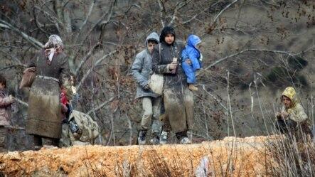 Sirijske izbjeglice na sirijskoj strani granice sa Turskom