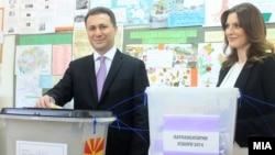 Nikola Gruevski glasa na izborima u aprilu 2014.