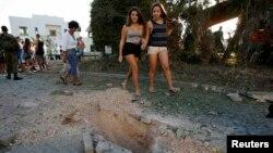 Последствия ракетной атаки, исходившей, предположительно, с территории Ливана. Израиль, Нагария.