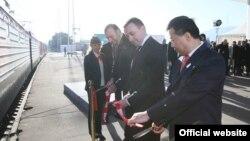 Идея «Нового шелкового пути» принадлежит Китаю. Два года назад он начал переговорный процесс со всеми заинтересованными странами – в частности, с Казахстаном, Азербайджаном, Грузией и Турцией