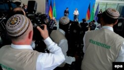 Журналисты на пресс-конференции Ангелы Меркель и Гурбангулы Бердымухамедова. Берлин, 29 августа 2016 года.