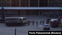Силовикизатримують чоловіка, який годинами утримував людей в автобусі, Луцьку, 21 липня 2020 року