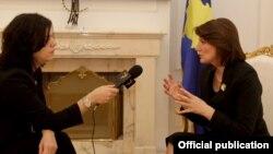 Kosovska predsednica Atifete Jahjaga u razgovoru sa Arbanom Vidishiqi