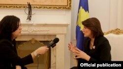 Presidentja Jahjaga gjatë intervistës...