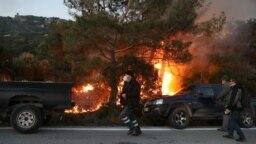 Localnicii din Karava, insula Lesbos, care se opun construirii unui centru pentru migranți, au încercat să blocheze accesul forțelor de ordine