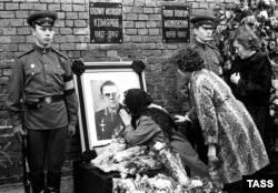 Komarov's funeral near the Kremlin wall on April 26, 1967