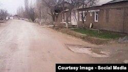 Ямы на дорогах Узбекистана.