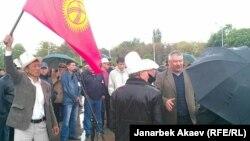 Азимбек Бекназаров Ала-Тоо аянтындагы митингде. Бишкек, 24-апрель, 2013.