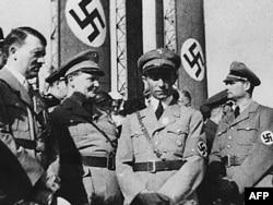 Almaniya - nasist lideri Adolf Hitler (solda) Joseph Goebbels (sağdan ikinci)