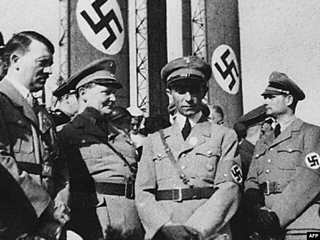 Вожди нацистского режима (слева направо): Адольф Гитлер, Герман Геринг, Йозеф Геббельс и Рудольф Гесс