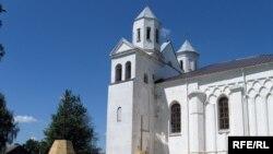Купалы-цыбуліны на падворку Барысаглебскай царквы.