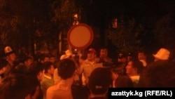Самаковдун тарапкерлери УКМК алдына чогулду