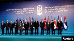 Участники юбилейного саммита ОЧЭС, посвященного 25-летию основания организации, Стамбул, 22 мая 2017 г․
