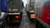 Украинские активисты блокируют въезд российских грузовиков