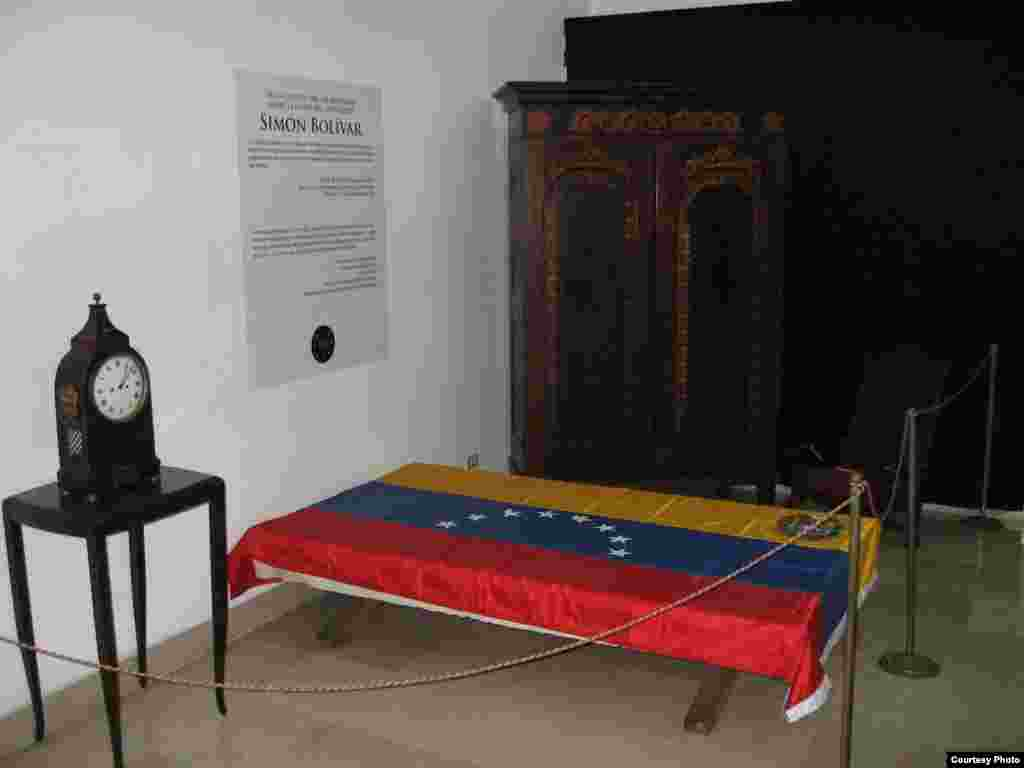 На этой кровати умер Симон Боливар