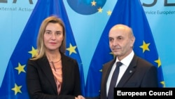 Belgium -- EU foreign policy chief Federica Mogherini poses with Kosovar Prime Minister Isa Mustafi in Brussels, February 9, 2015