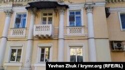 «Дом ЭПРОН» на Набережной Назукина в Балаклаве