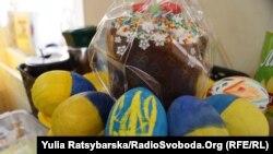 У Дніпрі волонтери організували акцію збору смаколиків для військових «Паска для українського захисника»