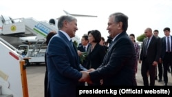 Uzbek President Shavkat Mirzieev (right) greets his Kyrgyz counterpart Almazbek Atambaev upon the latter's arrival in Tashkent on October 5.