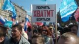 Sankt-Peterburgda ýöriş geçirýän protestçiler. 1-nji maý, 2019 ý.