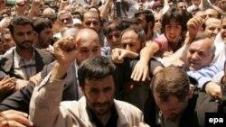 کامران دادخواه می گوید سياست های عوام گرايانه در کشورهايی رونق می گيرد که اختلاف درآمد در آن بالا و گروه های بزرگی فقير باشند