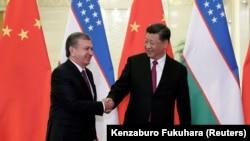 Президент Узбекистана Шавкат Мирзиеев и лидер Китая Си Цзиньпин.