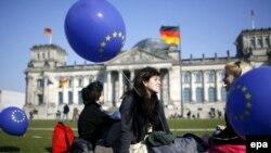 «Евросоюз - это история успеха, которую трудно с чем-нибудь сравнить», - полагают в Берлине