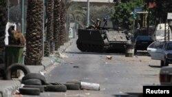 Ливаннинг Триполи шаҳри Баб ал-Табаннеҳ маҳалласи ҳарбийлар томонидан патрул қилинмоқда.