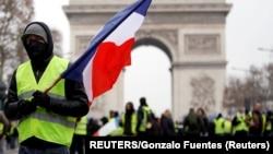 Эпизод одной из акций протеста в Париже в конце прошлого года