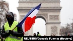 «Жёлтые жилеты» на акции в Париже. Архивное фото.
