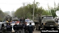 Վրացական զորքերը խռովություն բարձրացրած Մուխրովանիի ռազմակայանի մոտ, 5-ը մայիսի, 2009