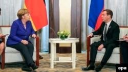 Анґела Меркель і Дмитро Медведєв під час зустрічі в Улан-Баторі, 15 липня 2016 року