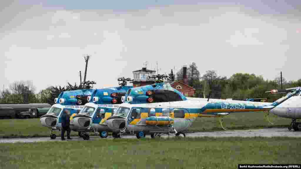 На аеродромі «Ніжин» тихо причаїлись вертольоти Мі-2