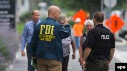 مجتمع اداری نیروی دریایی آمریکا در محاصره پلیس