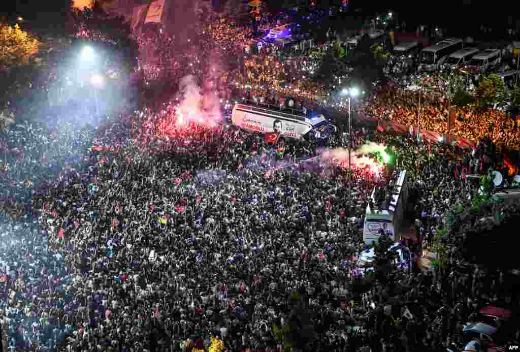 ТУРЦИЈА / БЕЛГИЈА - Европратениците усвоија резолуција со која се бара турските власти да престанат да ги попречуваат и заплашуваат опозициските градоначалници избрани на последните локални избори.