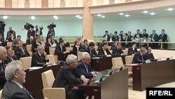 Қазақстан парламенті депутаттарының жалпы отырысы. Көрнекі сурет.