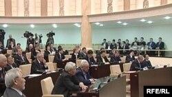 Қазақстан парламентінің жоғарғы палатасы Сенат депутаттарының жалпы отырысы. Көрнекі сурет.