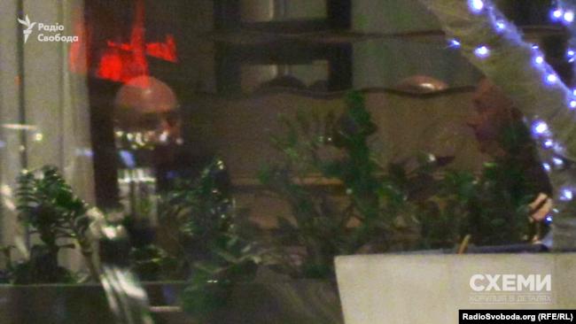 Геннадій Боголюбов і Борис Ложкін вечеряють у ресторані готелю Four seasons. 26 березня 2018 року. Женева, Швейцарія
