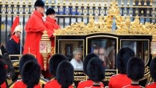 Королева Елизавета направляется из Букингемского дворца в Парламент. 18 мая 2016