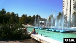 Парк 100 фонтанов в столице Туркмении Ашхабаде. 2009