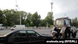"""Участники акции """"Стоп-бензинг"""" в Минске. 21 июля 2011 г"""