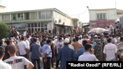 Hundreds of vendors and their supporters turned out on September 6 for a protest over the fire at a main Dushanbe market one day earlier.