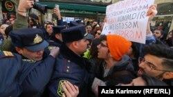 Ադրբեջան - Ոստիկանությունը փորձում է արգելել ֆեմինիստների երթը Բաքվում, 8-ը մարտի, 2020թ.