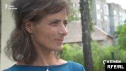 На запитання журналістів, чи подавала вона позов до SkyUp, мешканка Баришівки Оксана Пасенко відповіла негативно
