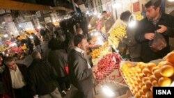 بازار میوه شب یلدا در تهران. (عکس: ایسنا)