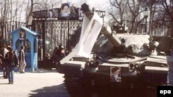 A tank with a portrait of Ayatollah Ruhollah Khomeini at the Niavaran Palace in Tehran on February 12, 1979